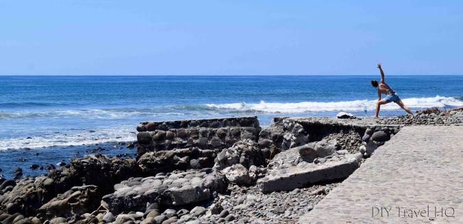 Yoga at El Sunzal beach