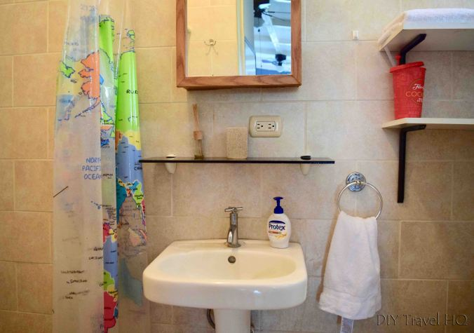 Shower at Casa 37 Hostal