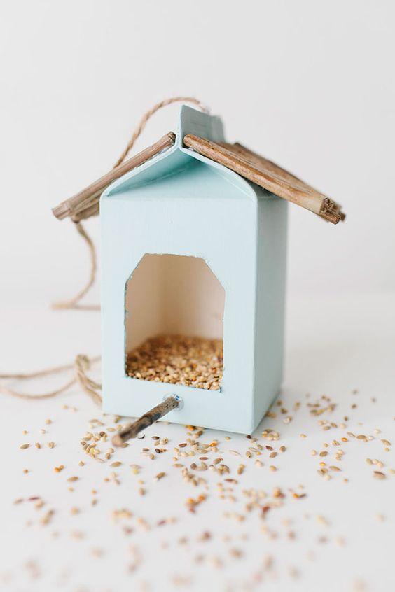 69 epic homemade diy bird feeder to craft today diyvila carton box feeder solutioingenieria Image collections