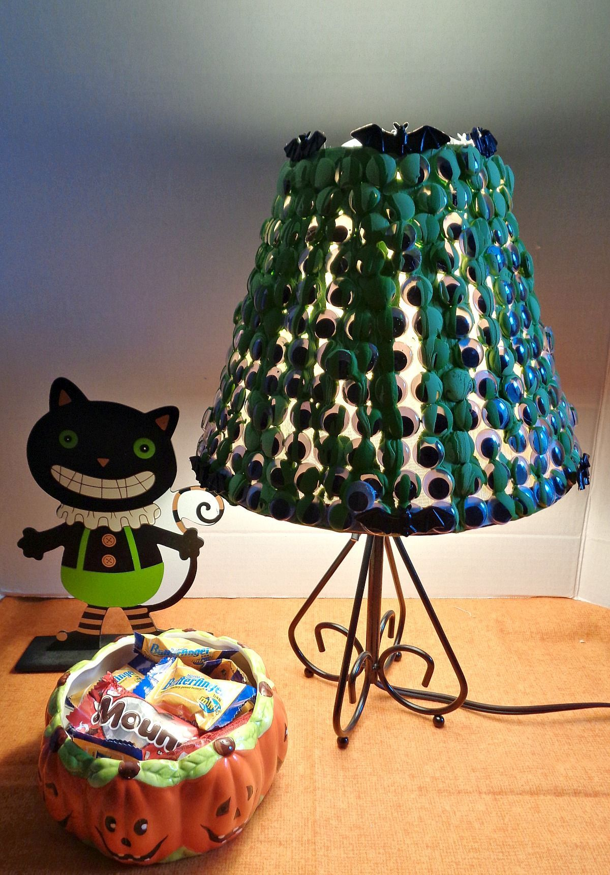 Diy lampshade ideas the best and the brightest diyvila a diy lampshade is one of the items with great potential for customization the design possibilities are pretty much endless solutioingenieria Gallery