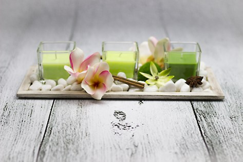 Dizajnový relaxační svietnik s kvetmi jazmínu