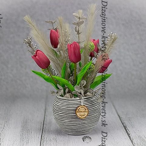 Krásne umelé tulipány v trvanlivé dekoráciu do bytu či domu.