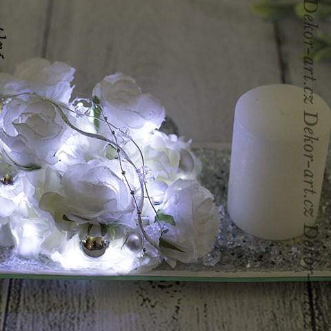 Luxusný vianočný svietnik s osvetlením a bielou sviečkou