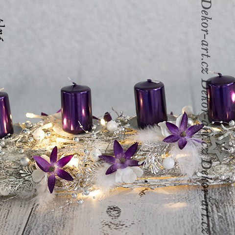 Luxusná vianočná dekorácie adventný svietnik vo fialovej farbe