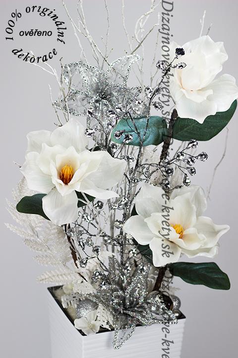 Dizajnová luxusná dekorácie s ľadovými vianočnými kvetmi