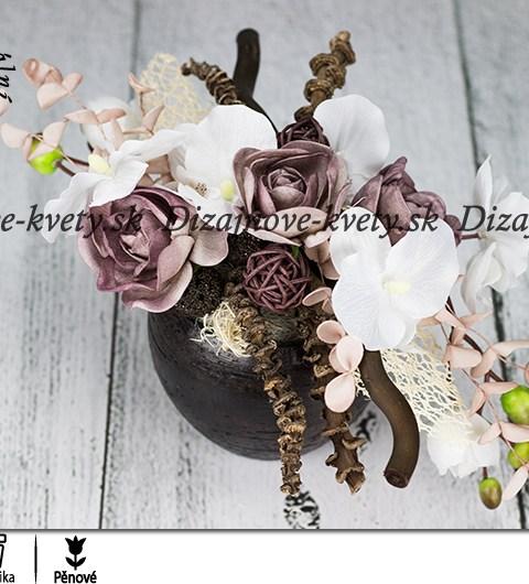 Dekorácie s kvetov v mocca farbe