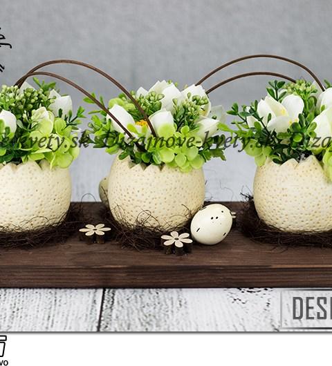 Dizajnová veľkonočná dekorácie na stôl