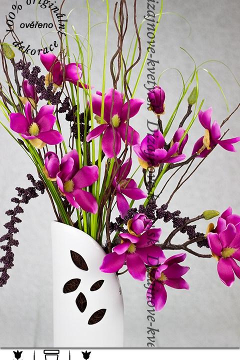 Luxusné kvety magnólie ružové vo vysokej váze