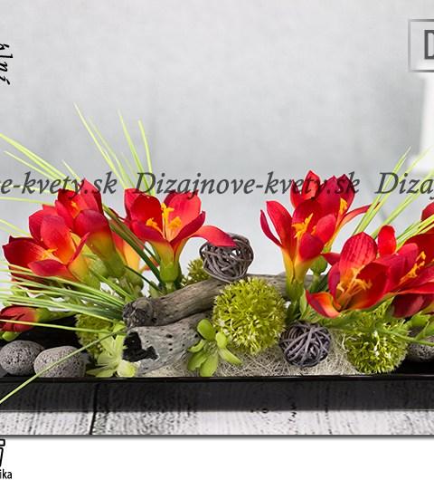 Dizajnová Ikebana s červených frézií