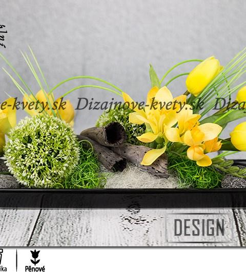 Jarná Ikebana sa žltými kvetmi frézií
