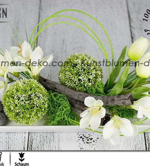 Moderná ikebana v jarnom štýle s tulipánmi