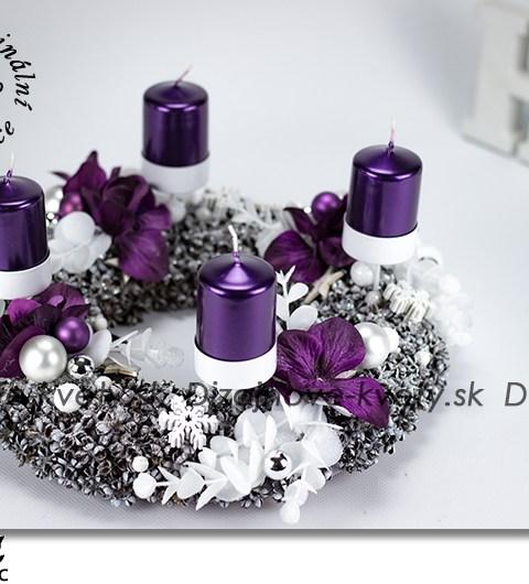 svietnik na stôl, adventný svietnik, fialové kvety, štýlový svietnik