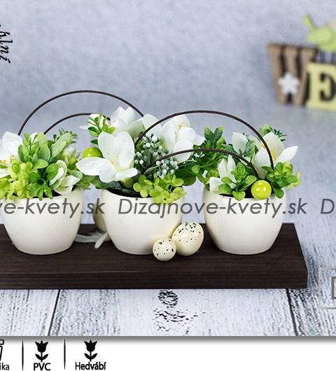 biele frézie, dekorácie na stôl, veľkonočné dekorácie, moderné jarné dizajn