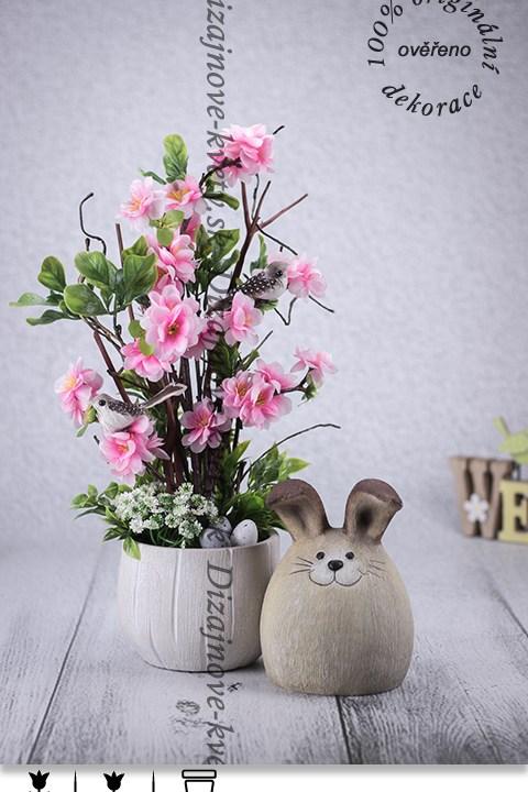 bytová dekorácie, dekorácie na stôl, veľkonočný zajačik, broskyňové kvety, vajíčka