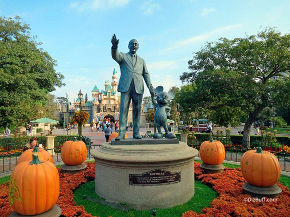 Partners Statue Disneyland California with Sleeping Beauty Castle in the background, Walt and Mickey statue