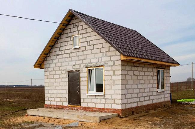 Rumah negara dari blok silikat gas