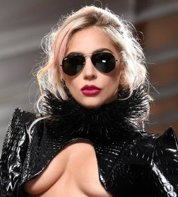 #2 Lady Gaga - 131 plays