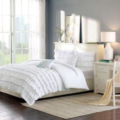 37+ Here's What I Know About Small Master Bedroom Makeover Ideas On A Budget 154