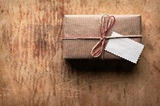 「画像 プレゼントを渡す」の画像検索結果