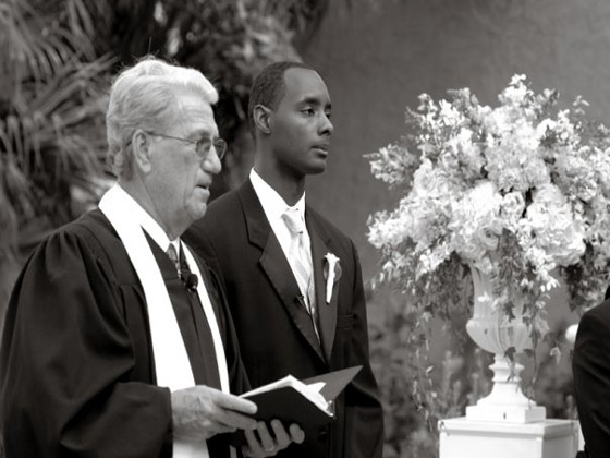 whose-wedding-is-it-anyway-610-orlando-reverend-bob-myers-djcarl