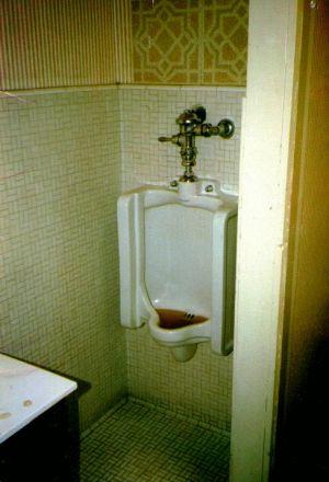 Kroq Urinal