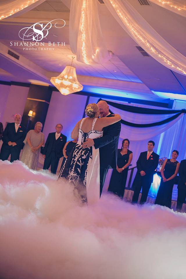 9856b8aea6 How to make your wedding reception first dance memorable -On a Cloud