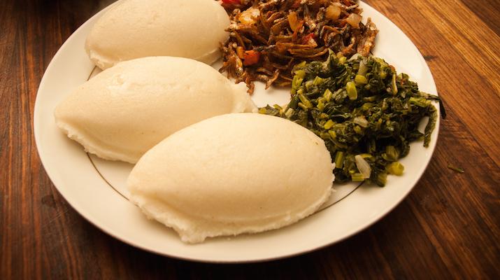 Plat traditionel du Malawi Nsima Champo grillé djolo
