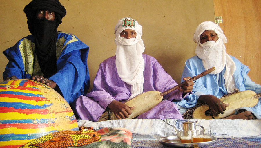 Tallawit Timbouctou, Hali Diallo, Takamba, musique songhai, musique touareg, musique tamasheq, sahel sounds, disque, Ag Amoumine, tehardine, tehardent