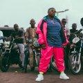 Teni, Teni the entertainer, Sugar mummy, rap nigerian, afrobeat, house sud-africaine, femme obèse, nouveau clip, empowerment, Dr Dolor Entertainement, soeur de Niniola, Teniola Apata
