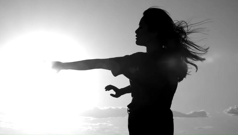 Omok, Azu Tiwaline, Loan, Musique electronqiue berbere, musique electronique, ambient, Mellina Boubetra, danseuse, mère, nouveau clip, Draw Me A Silence, IOT Records