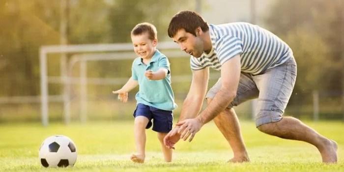 cara ayah lebih dekat dengan anak bermain bersama