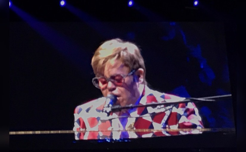 "Elton John ""Grovels At Our Feet"" – and Other Un-Diva-like Surprises – During His Chicago Farewell"
