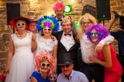 dj na wesele sesja zdjęciowa z akcesoriami