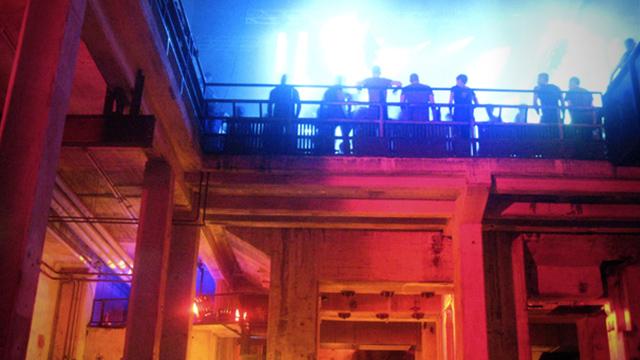 Bar berlin strip Berlin Nightclub