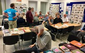 Hadsund Frimærkeklub starter alle møderne kl. 19:00 med stor auktion. (Foto: Mikkel Kjerri)