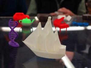 Einfach ausgedruckt: Schiff und Dom in Spiezeuggröße. Foto: Corinna Blümel
