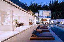 Modern La Residence With Minimalist Interior Design - Dk Decor