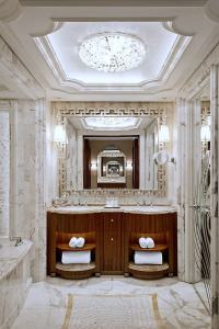 Modern Luxury Bathrooms - Dk Decor