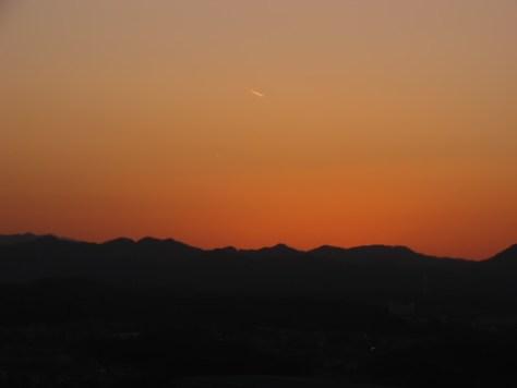 夕方の飛行機雲
