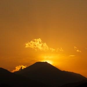 富士山の向こう側に夕陽が沈んだ