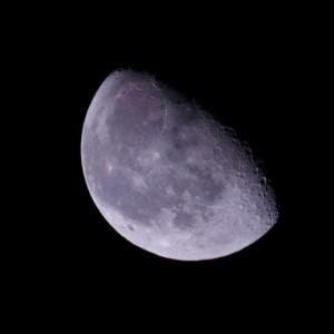 欠けてきた月