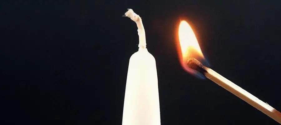 اشعال شمعة