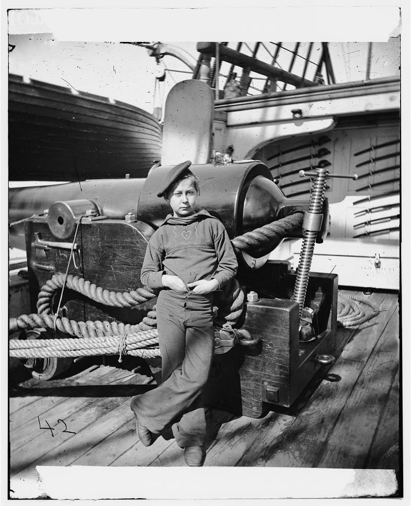 صبي «قرد بارود» على متن سفينة حربية تابعة لقوات الاتحاد خلال الحرب الأهلية الأمريكية.