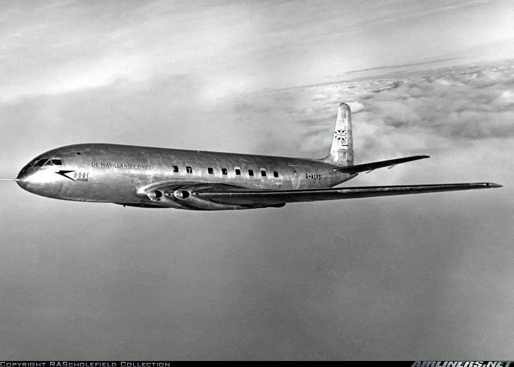 طائرة (كوميت) من إنتاج شركة (دي هافيلاند): يمكنك ملاحظة شكل نوافذها المربع.