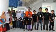 04 Santri2 PM berfoto bersama Prof Ridwan (baju orange) Direktur KPM dan Pembimbing siswa-siswi peraih Emas Olimpiade Matematika