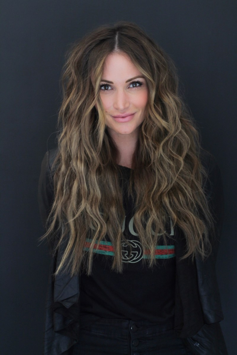 how to create beach wave hairstyle