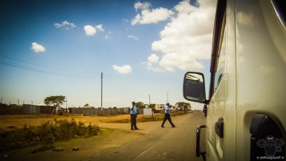 Podróż Życia, Kenia, policja