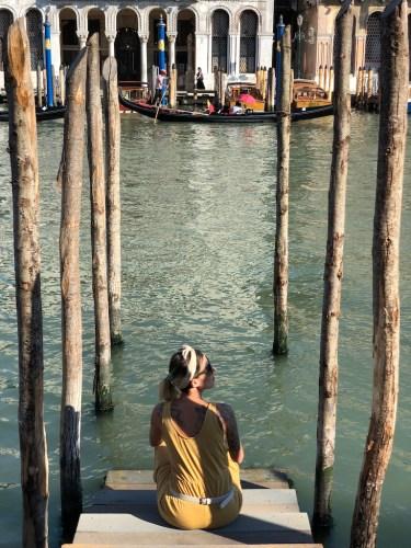 Vistas del gran Canal desde un embarcadero de madera
