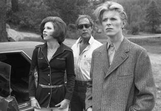 David Bowie, Candy Clarke and Nic Roegon the set of The Man Who Fell To Earth
