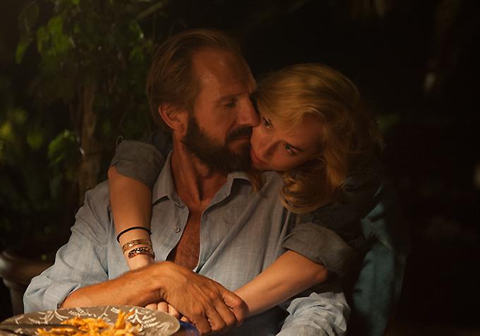 Ralph Fiennes-Dakota Johnson-ABS-680